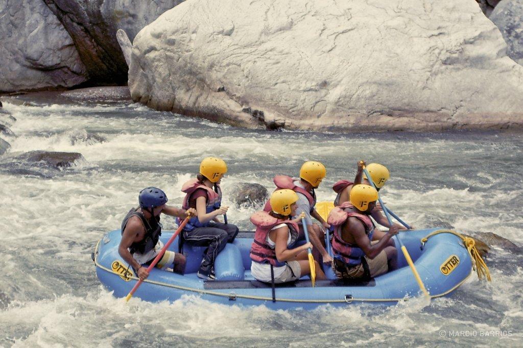 Rafting in Cangrejal river